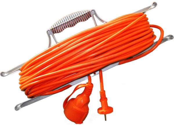 Удлинитель-шнур на рамке 1х20м с заземл. 10А IP54 УШ-10 ПВС 3х0.75 розетки с защ. крышкой UNIVersal